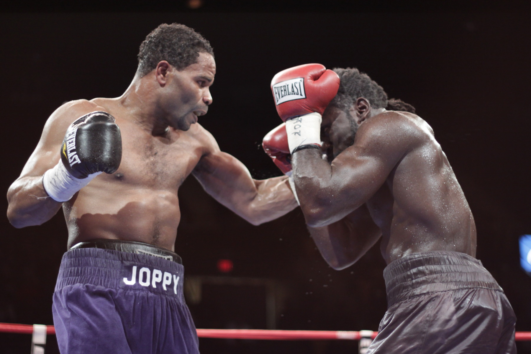 http://www.fightkings.com/wp-content/uploads/2010/11/LangeWyatt_1453_1_1.jpg