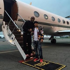 Gervonta  Floyd standing outside Floyd's jet.JPG2